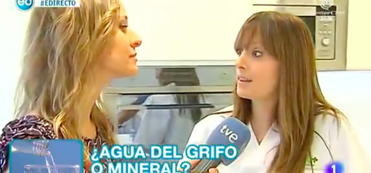 Agua embotellada elisa escorihuela - Agua del grifo o embotellada ...